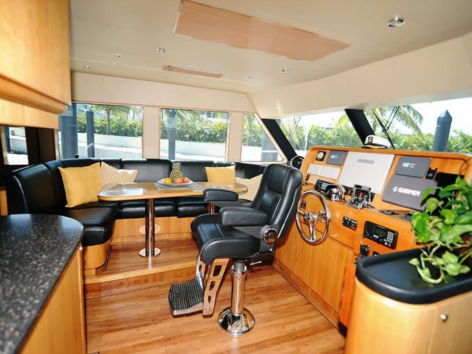 Моторная яхта Illiquid Yacht #5