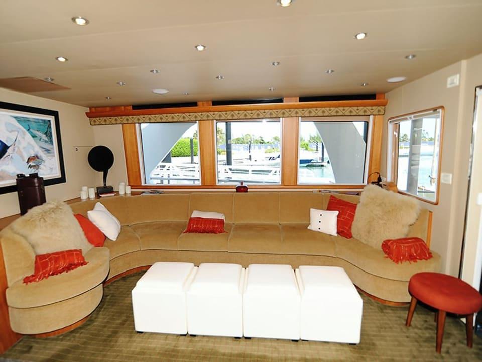 Моторная яхта Illiquid Yacht #3
