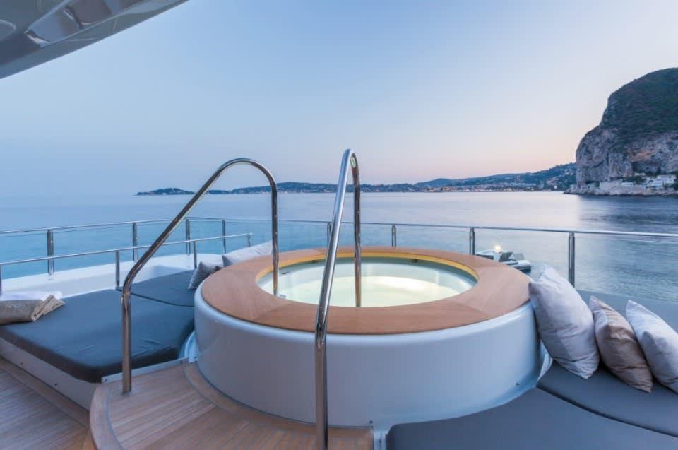 Моторная Icon Yacht #19
