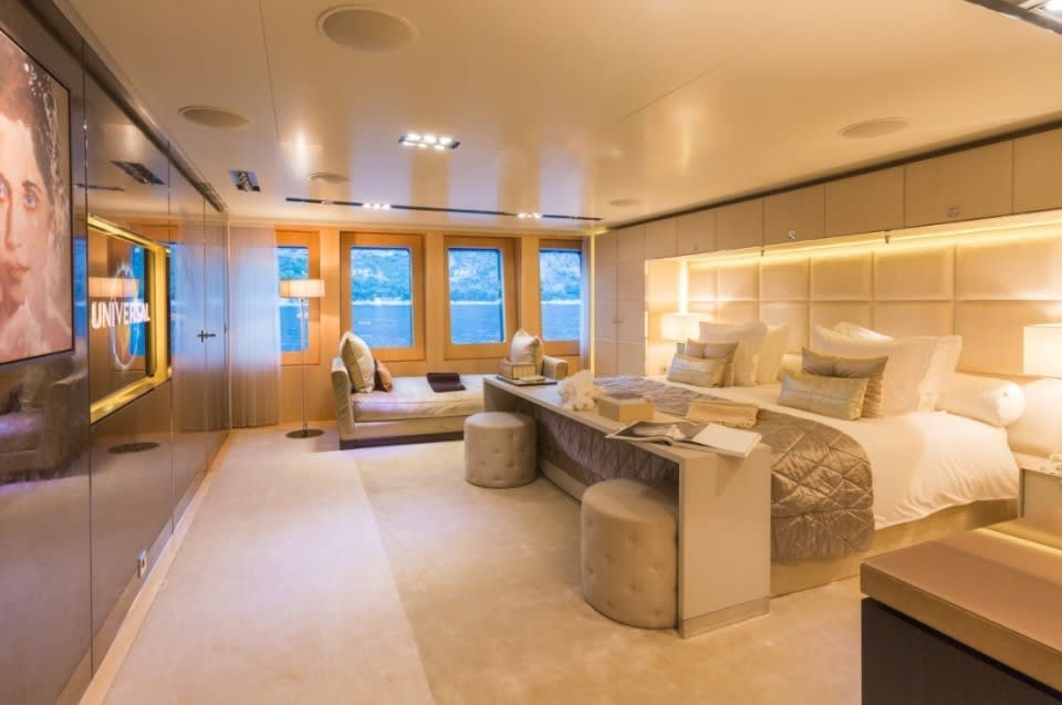 Моторная Icon Yacht #28