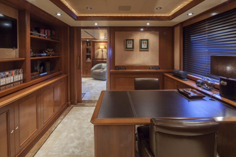 Моторная яхта SOFICO Yacht #11