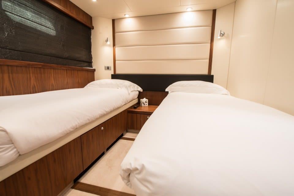 Моторная яхта LAZY P Yacht #7