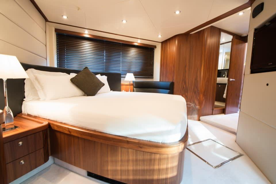 Моторная яхта LAZY P Yacht #10