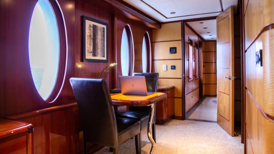 Моторная яхта Just Enough Yacht #19