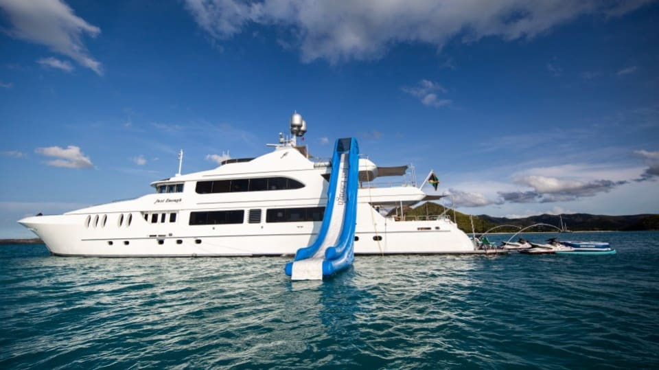 Моторная яхта Just Enough Yacht #28