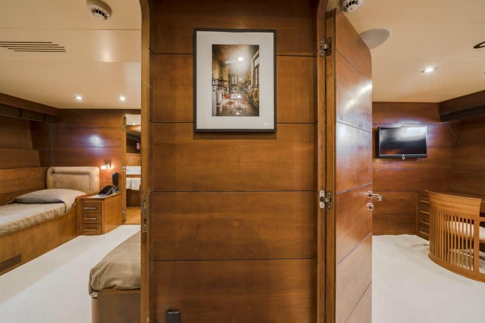 Моторная яхта Fiorente Yacht #22