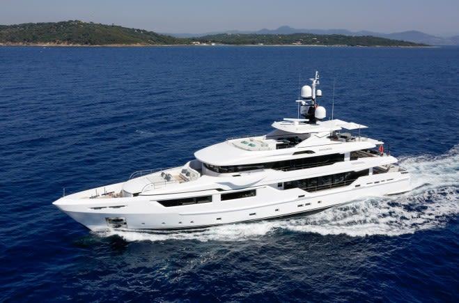 Моторная яхта Entourage | Admiral Yachts