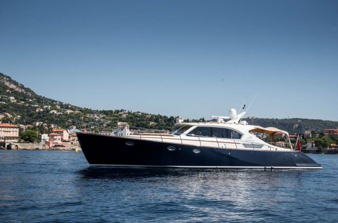 Моторная яхта MERCURY | Rapsody Yachts