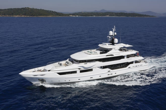 Entourage Yacht Charter | Admiral Yachts