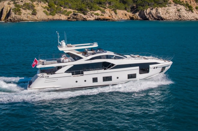 AKAMÁ Yacht Charter | Azimut