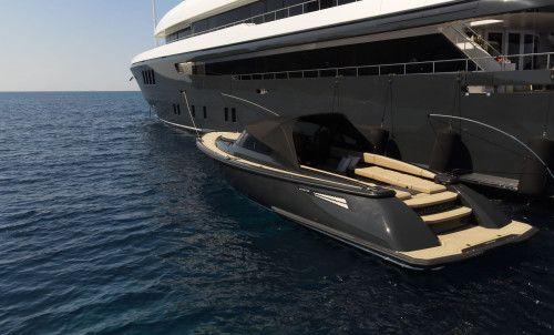 У знаменитой яхты Icon новый тендер — Iconic