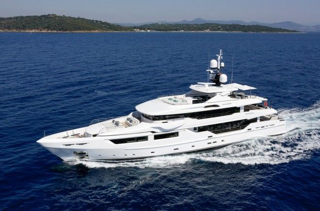 M/Y Entourage | Admiral Yachts