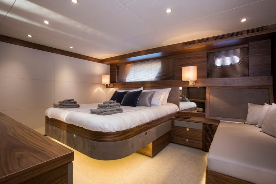M/Y Eighteen Two Yacht #18