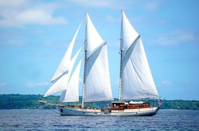 Mutiara Laut Yacht Charter | Leendert Philippus Van Oostenbrugge