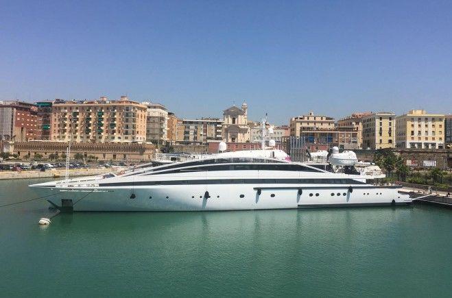 Elegant 007 Yacht Charter | Lamda Shipyards