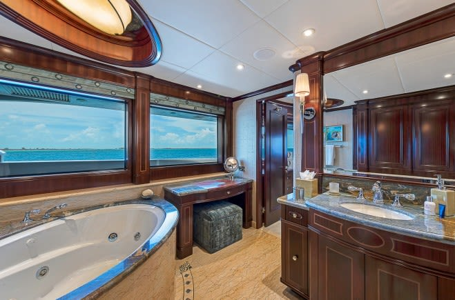 M/Y Sovereign Yacht #25