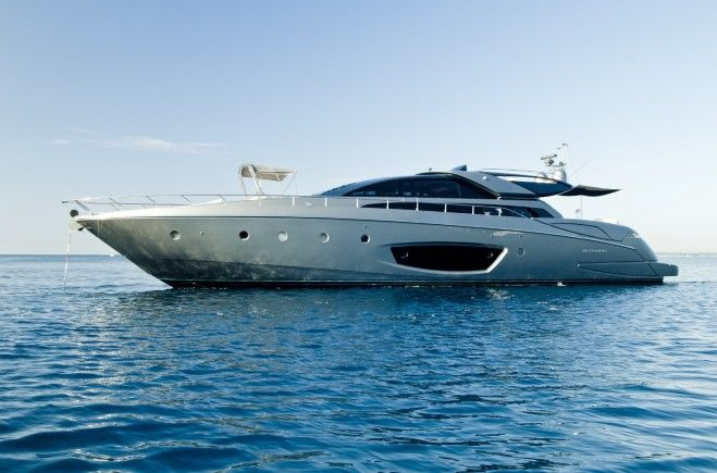 Rhino A Yacht Charter | Riva