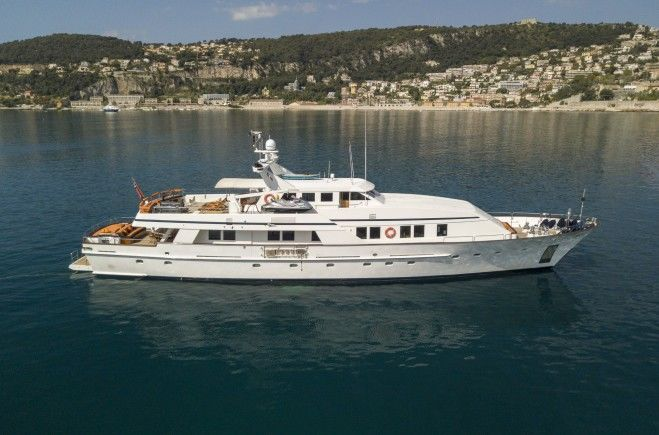 Fiorente Yacht Charter | Ferronavale