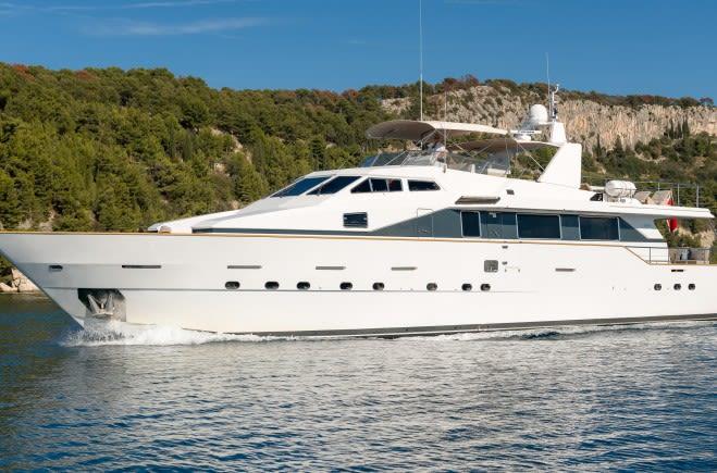 Moonraker II Yacht Charter | Azimut