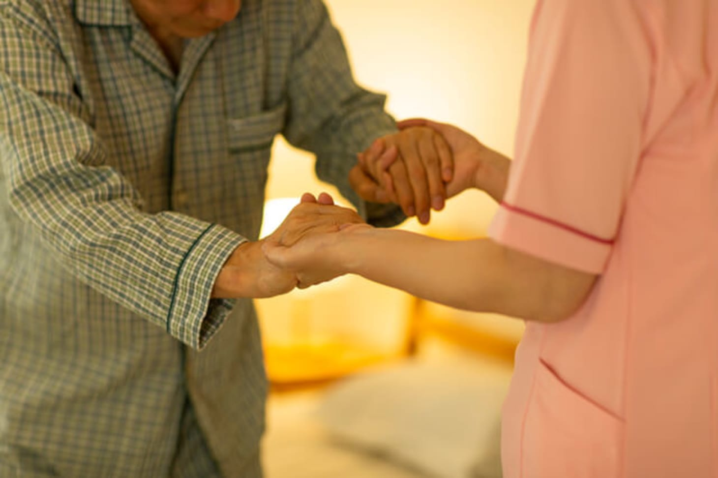特別養護老人ホームの夜勤はしんどい?大変なの?