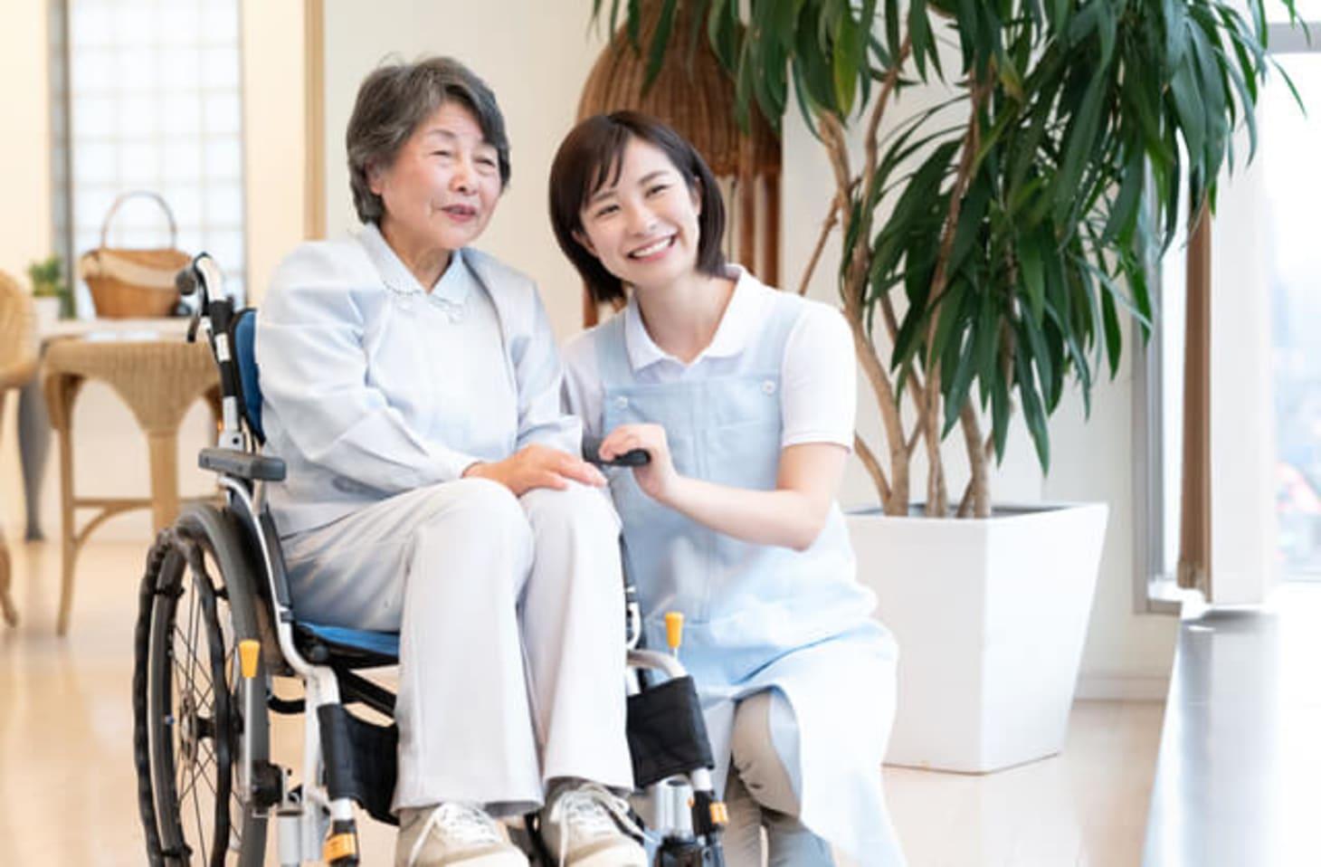 住宅型有料老人ホームの介護スタッフの仕事内容とは?