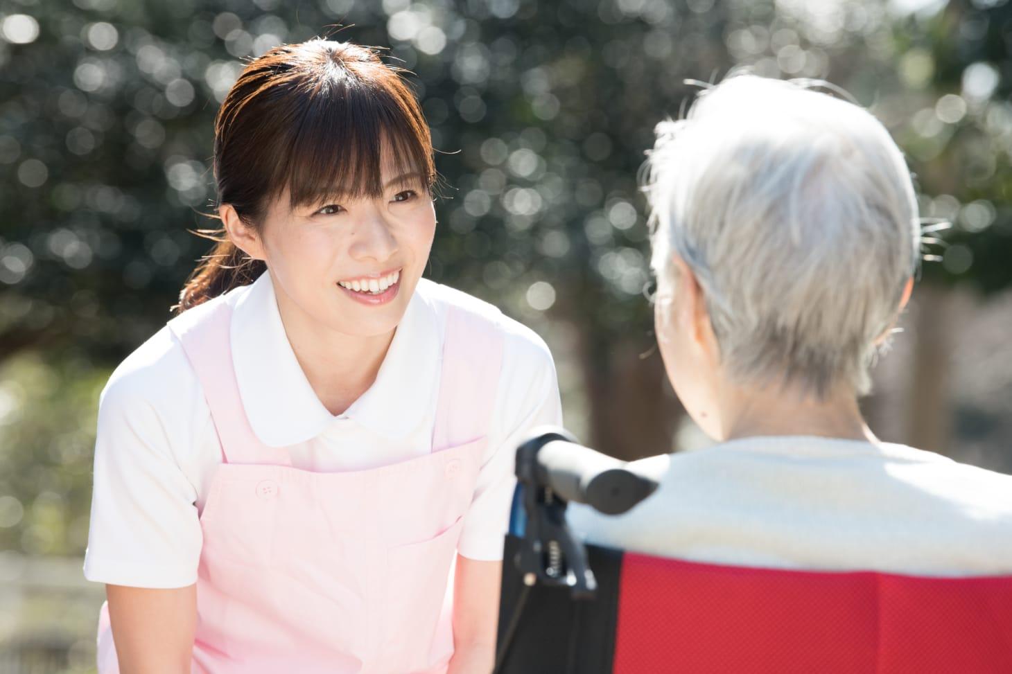 介護福祉士の資格取得に関する条件とは?