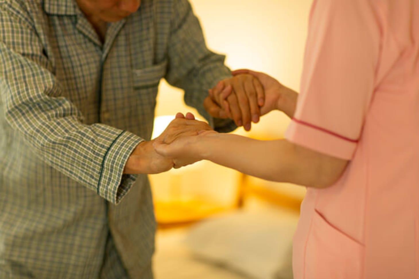 有料老人ホームの夜勤の実態とは?仕事内容、夜勤手当はいくら?