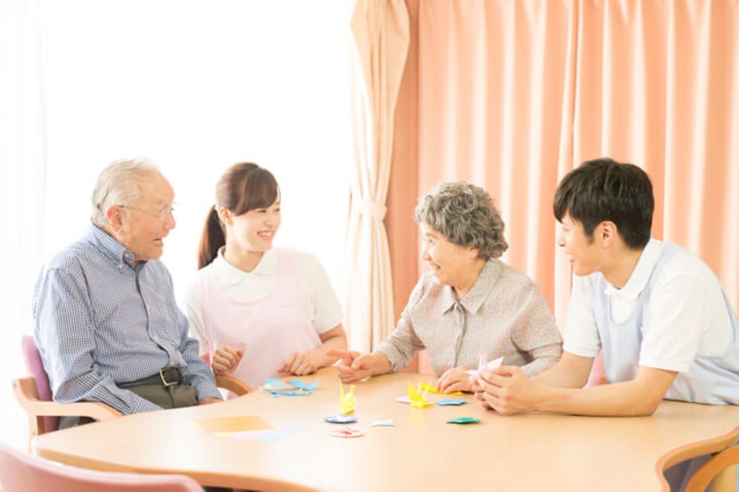 特養(特別養護老人ホーム)の志望動機とは?例文と押さえたいポイント
