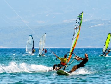 Kroatien Omis: Kitesurf- und Windsurf Spot