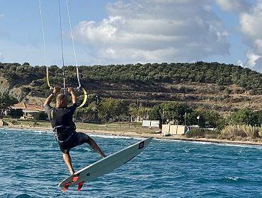 Peloponnes (Finiki Beach): Kitesurf- und Windsurfspot