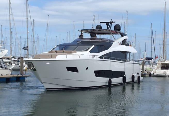 Hard 8 - Sunseeker Yacht 86