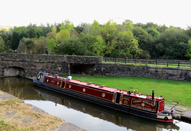 The Mute Swan  - 12 Person Canal Boat
