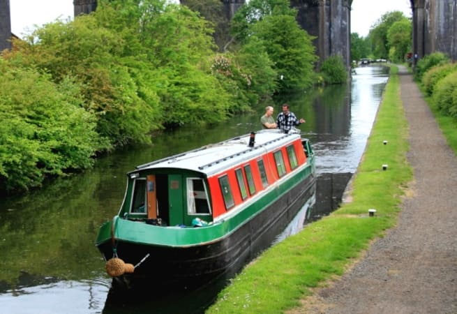 The Whistling Swan  - 12 Person Canal Boat