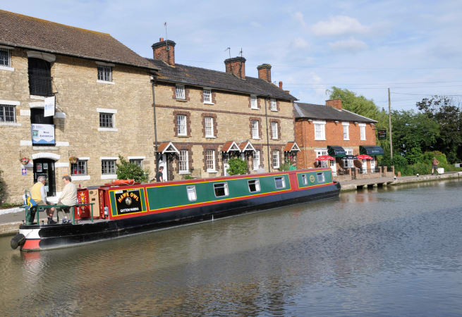 The Barn Owl - 10 Person Canal Boat