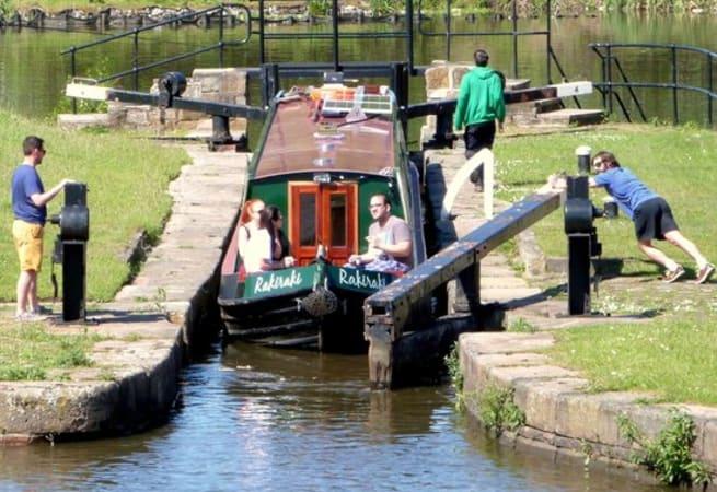 Raki Raki  - 10 Person Canal Boat