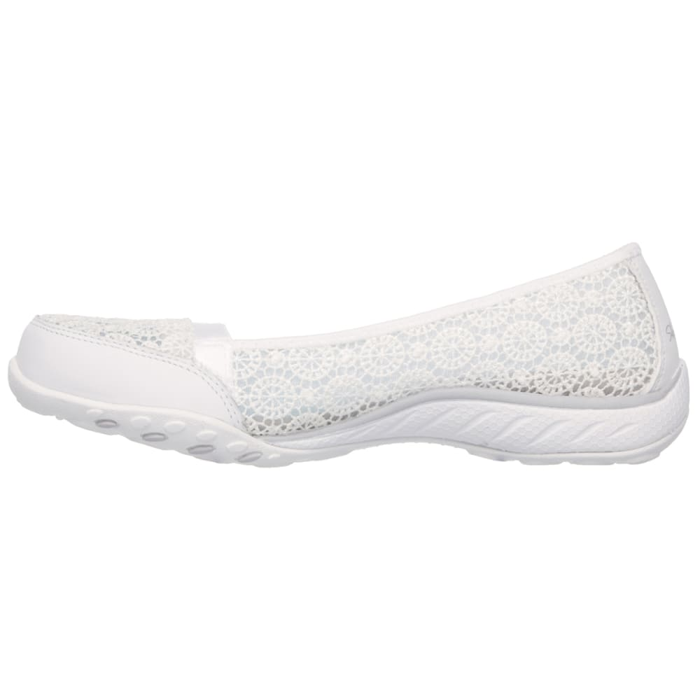 SKECHERS Women's Relaxed Fit: Breathe Easy – Pretty Factor Shoes - WHITE
