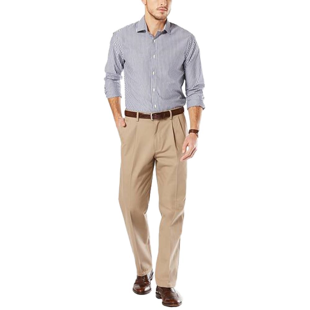 DOCKERS Men's Pleated Classic Fit Signature Khaki Pants - TIMBER WOLF 0002