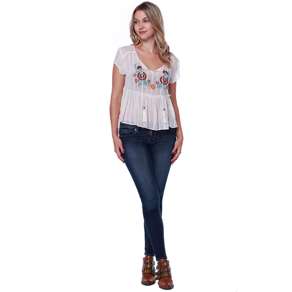 TAYLOR & SAGE Juniors' Tassel Front Short Sleeve Peasant Top - WHC-WHITE CLIFFS