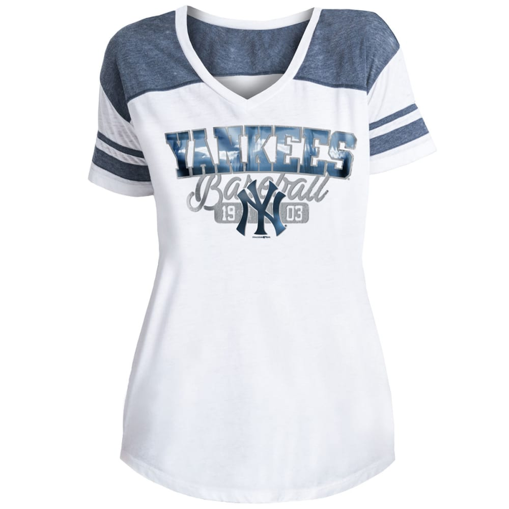 NEW YORK YANKEES Women's Burnout Wash V-Neck Short-Sleeve Tee - WHITE