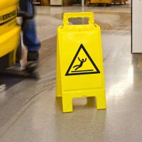 Warnaufsteller gelb mit Warnzeichen oder neutral