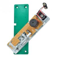 Schwenk-Türwächter mit eingebautem Profilhalbzylinder und Funkweiterleitung