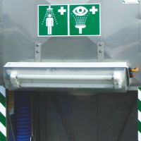 Umfeldbeleuchtung für Tank-Notduschen