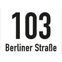 Hausnummernschild mit Straßenangabe