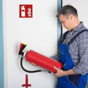 Schild Feuerlöscher und Prüfung des Feuerlöschers