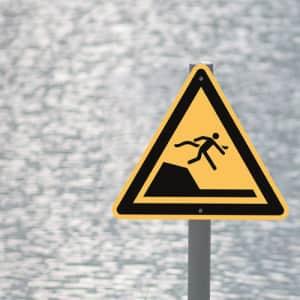 Warnung vor unvermittelter Tiefenänderung in Schwimm- oder Freizeitbecken nach ISO 20712-1 (WSW 003)