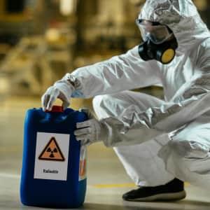 Schild Radioaktivität als Warnschild mit Symbol / Piktogramm