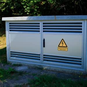 Kombischild Elektrische Einrichtung - Zugang freihalten