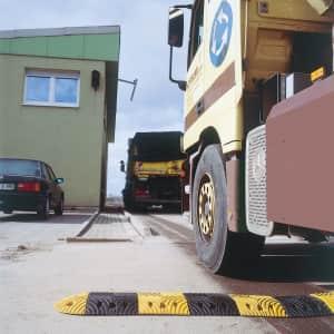 Fahrbahnschwelle TOPSTOP aus Kautschuk - SET oder einzeln - Tragkraft 40 t