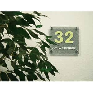 Elegantes Hausnummernschild mit Straßenangabe - Hausnummer langnachleuchtend