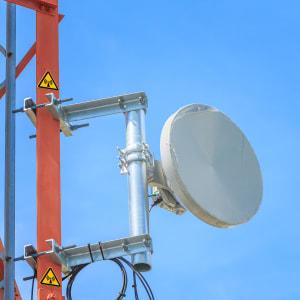 Warnzeichen / Warnschild vor elektromagnetischer Strahlung nach ISO 7010 (W 005)